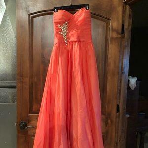 Gigi gorgeous prom dress! Coral color! Flattering